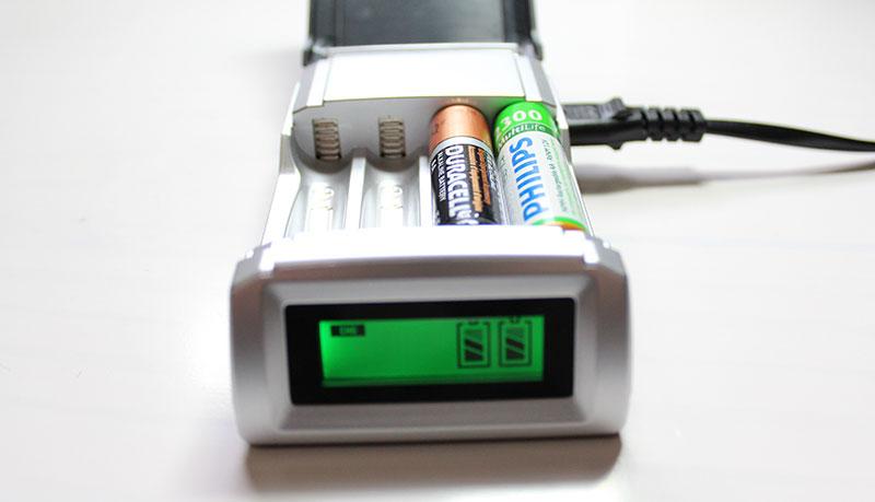 carregador de pilhas alcalinas